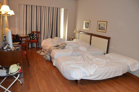 Hotel Conde Luna: Habitación triple