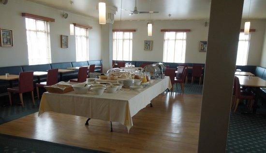 Hotel Reynihlid: Breakfast room and buffet