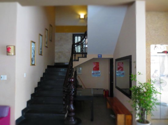 Tigon Hostel: stair case up to dorm room at first floor
