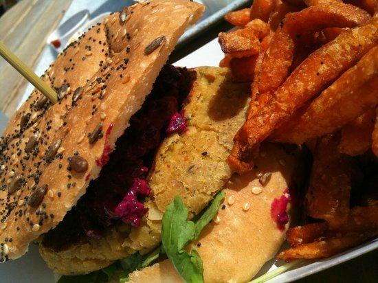 Eden Project Cafe : Chickpea Burger & Sweet Potato Fries
