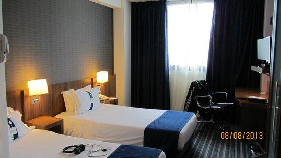 Hotel Holiday Inn Express Bilbao: Habitacion