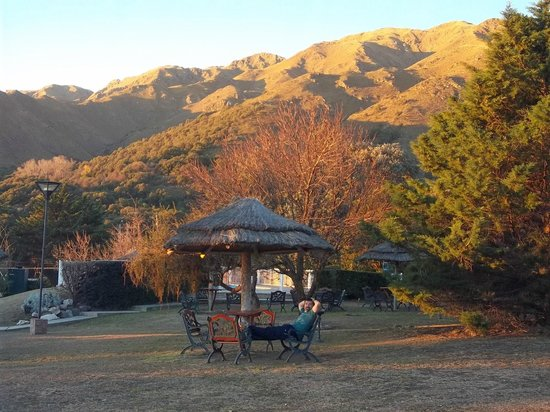 Hotel y Duplex Rincon del Valle: Parque del hotel