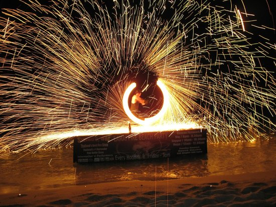 Rich Resort Beachside Hotel: Fire show on Beach