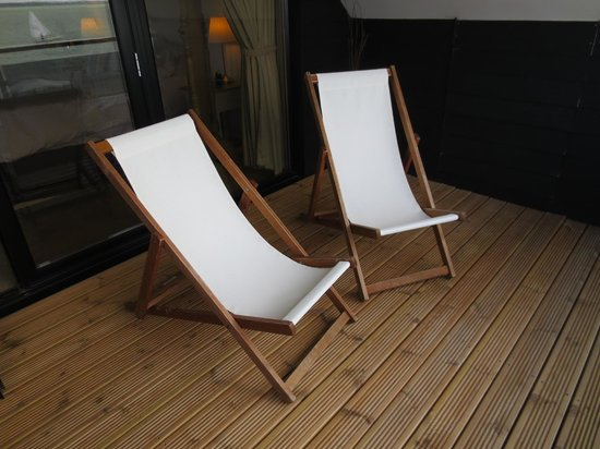 The Little Gloster Rooms: Deck chairs in the Balcony Suite