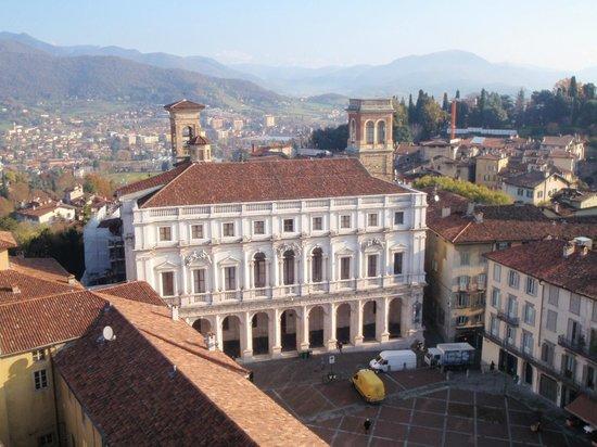 La Città Alta: Piazza Vecchia vista dal Campanone