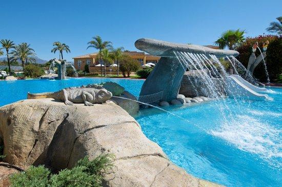 Camping Villamar: Cascadas en la piscina