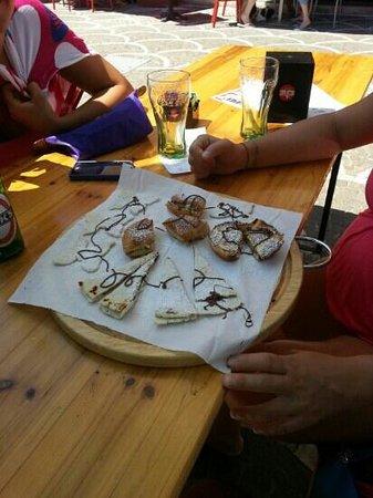 RUNBAR Piadineria : mix di dolci offerti dallo chef