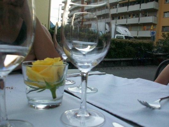 Ristorante Vallemaggia : tavolo esterno del dehor