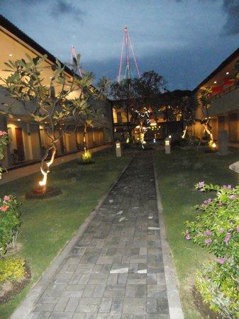 Kuta Station Hotel: outside