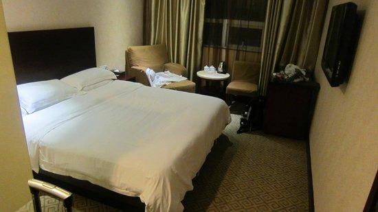 Golden Fortune Hotel Zhuhai : bed