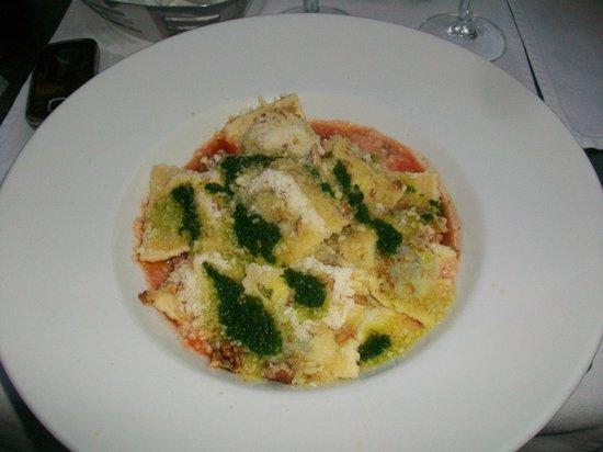 Ristorante Vallemaggia : Ravioli ricotta e spinaci con sugo di noci, basilico, pomodoro