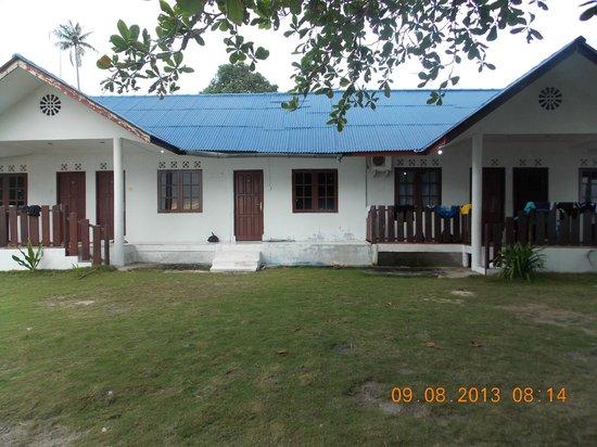 Bintan Bukit Kursi Resort: Front View of Cottage Rooms