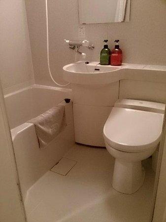 Hotel Lynx: シャワーの位置が高いです