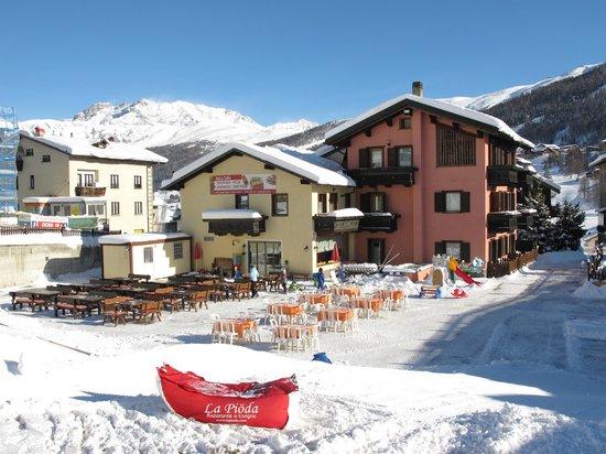 Hotel Astra: Terrazza sulle piste da sci