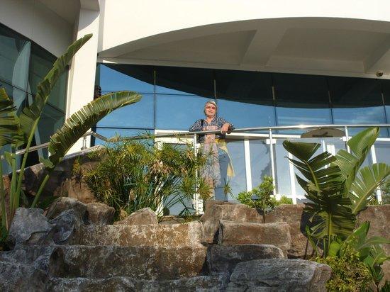 Catamaran Resort Hotel: hinterer Bereich Blick zum Meer