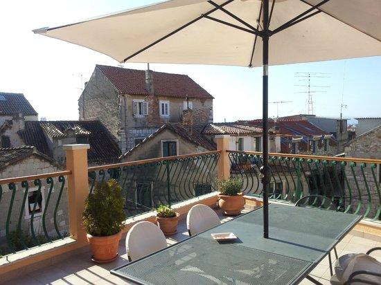 Zephyrus Boutique Accommodation: Roof terrace