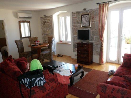 Zephyrus Boutique Accommodation: lounge area