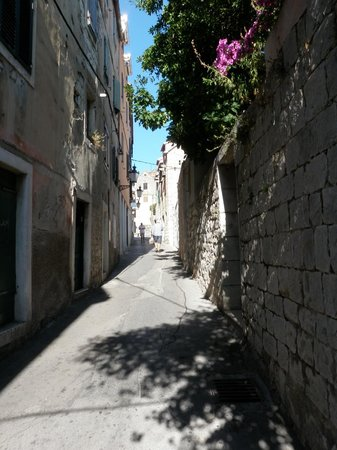 Zephyrus Boutique Accommodation: the street outside