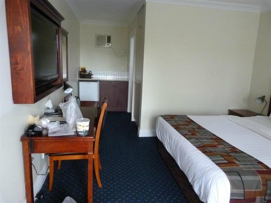 Ibis Styles Albany: Basic superior room, with well positioned huge TV