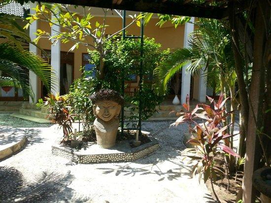 Poinciana Oceanside Resort & Retreat Centre: Outdoors