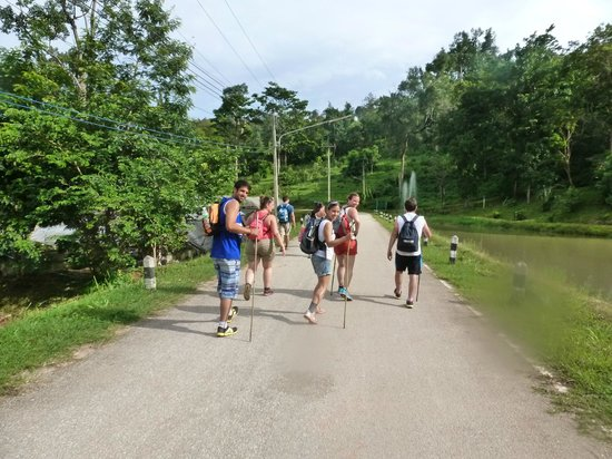 Chiang Mai International Youth Hostel(HI - Chiang Mai): Happy walking
