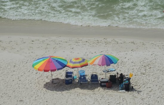 Regency Isle Condominiums : The beach directly in front of the building