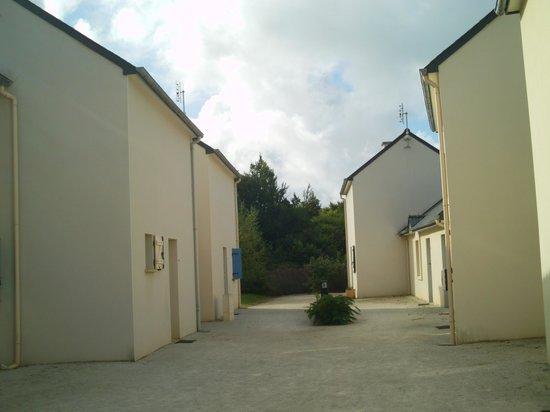Lagrange Prestige Le Hameau de Peemor Pen : typical exterior of residence