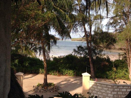 Blue Bay Village: Vista dalla camera..