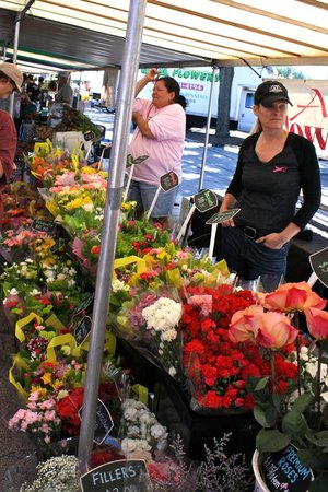 French Market: Lots of beautiful flowers