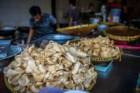 Bu Rudy Dharmahusada: Fried Keropok