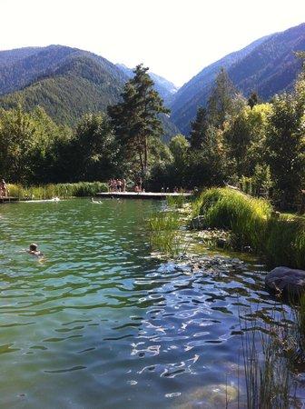 Pension Lochlerhof: Luson - Laghetto balneabile
