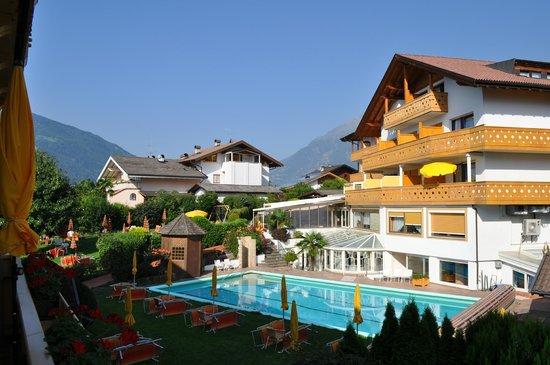 Hotel Residence Laurin : Hotel e Piscina