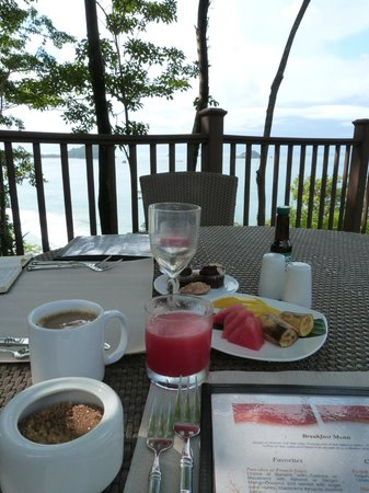 Arenas del Mar Beachfront & Rainforest Resort: breakfast