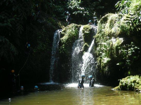 Parque Natural da Ribeira dos Caldeiroes: tweede waterval
