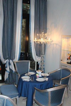 Relais Venezia: romantic dining room