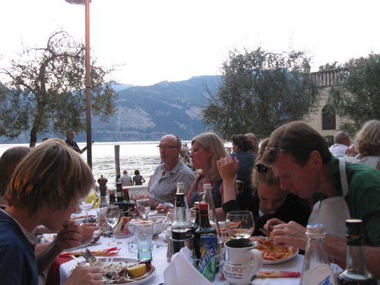 Ristorante La Pace: Fun atmosphere and lovely views