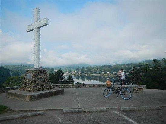 Lake Junaluska Campground: Bicycling around Lake Junaluska
