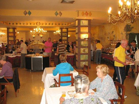 Reina Isabel Hotel: Frühstücksraum