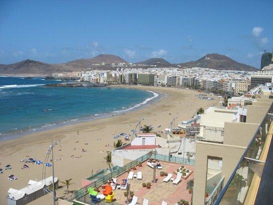 Reina Isabel Hotel: Blick vom Hotelfenster auf den Las Canteras Strand