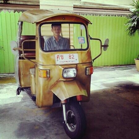 Phromsuk Mansion: Tuk Tuk service with nice n polite driver