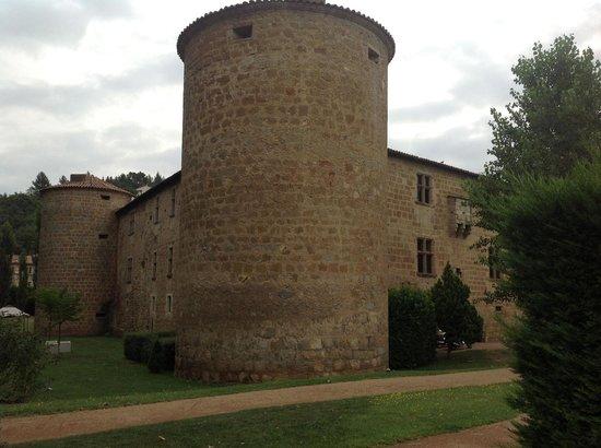 Chateau des Ducs de Joyeuse: foto scattata dalla piscina