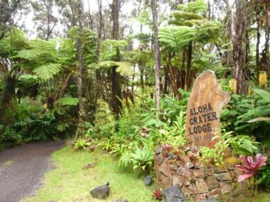 Aloha Crater Lodge: ロッジ入口の看板