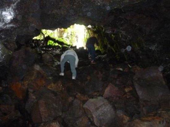 Aloha Crater Lodge: 溶岩流トンネルへ