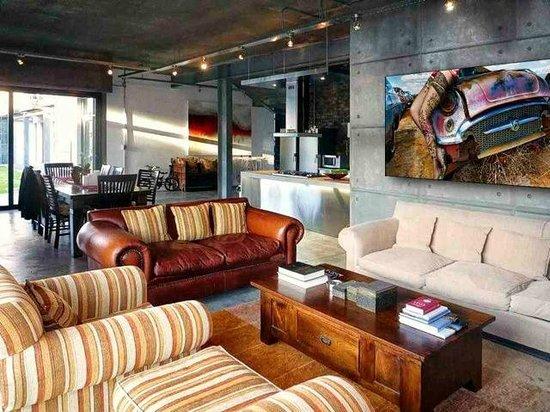 Sunset Loft: Living room