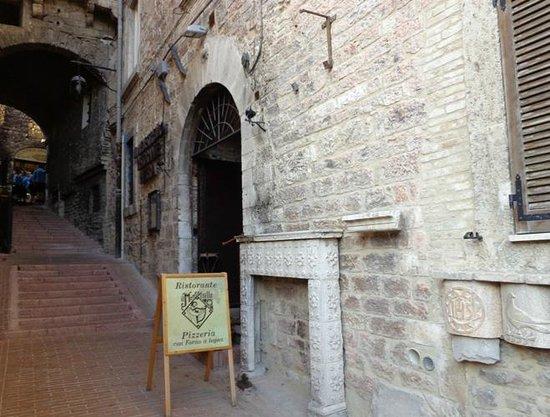 Ristorante/Pizzeria il Menestrello nell\' Assisi medievale - Picture ...