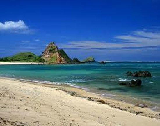 Segare Anak Bungalows & Restaurant: kuta beach lombok 50 meter from hotel