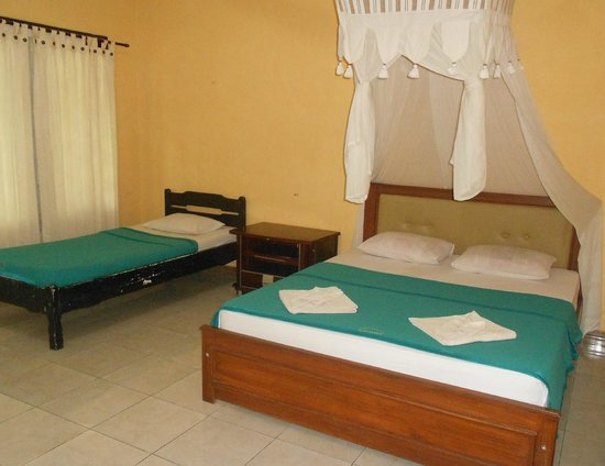 Segare Anak Bungalows & Restaurant : family guest room enaught for 4 person