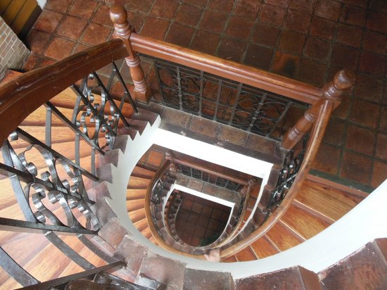 Palazzo de Laoag Hotel and Restaurant: Down the stairwell