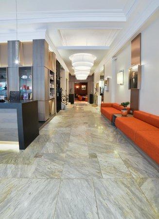 BEST WESTERN Le Grand Hotel : Entrée du Grand Hôtel de Bayonne