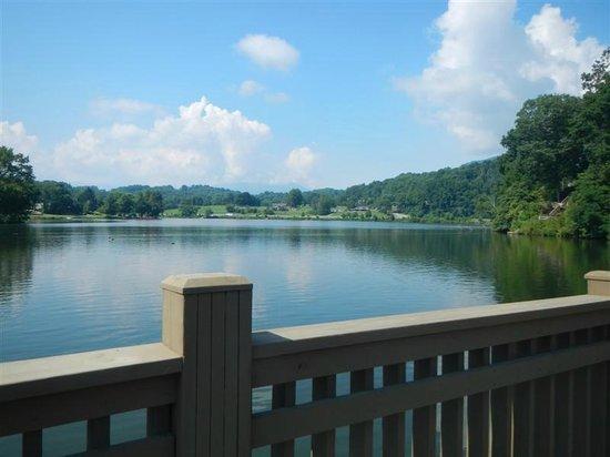 Lake Junaluska Campground: Walking on bridge at LJ